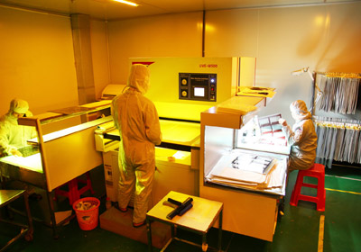 Printed circuit board film exposure for mass production in clean-room